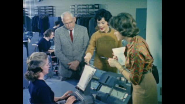 1962 worker earning records are placed on card systems and magnetic tape at the ssa office - social service bildbanksvideor och videomaterial från bakom kulisserna