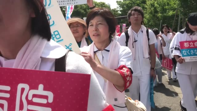 vídeos de stock, filmes e b-roll de worker holds placard during the may day rally sponsored by the japanese trade union confederation known as rengo at yoyogi park in shibuya ward tokyo... - 1 de maio