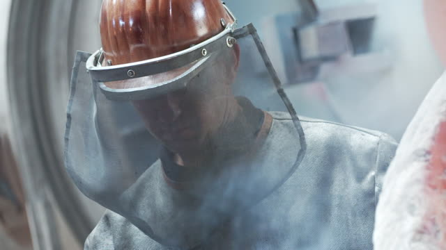 worker in the foundry, innsbruck - manufacturing occupation stock-videos und b-roll-filmmaterial