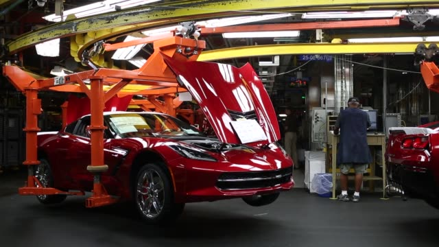 worker inspects a 2014 chevrolet corvette stingray at the general motors co. bowling green assembly plant in bowling green, kentucky, u.s., on... - シボレー点の映像素材/bロール