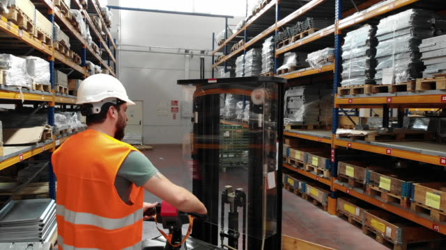 worker on forklift - sanità e sicurezza sul lavoro video stock e b–roll