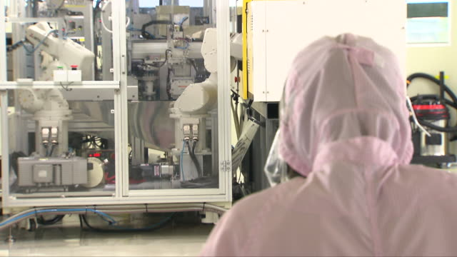worker operating a machine at a manufacturing factory - medical equipment stock videos & royalty-free footage