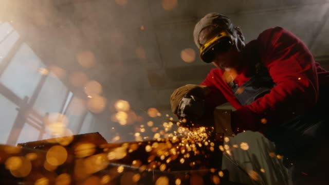 stockvideo's en b-roll-footage met slo mo ld worker polishing the metal with a tool - staal
