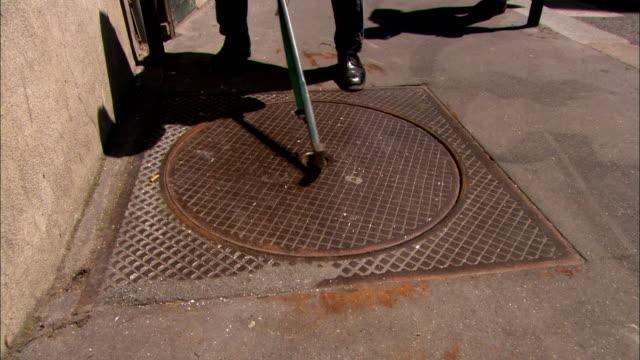 vídeos y material grabado en eventos de stock de a worker removes a manhole cover. - tapadera de cloaca