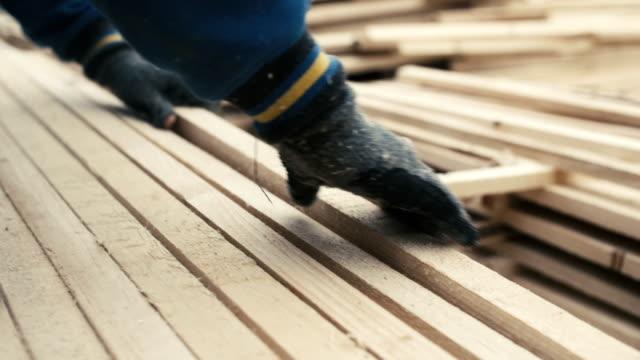 員スタック木製スクエアチップ、木材産業 - 材木点の映像素材/bロール