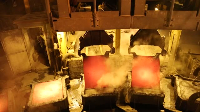 worker supervises the filling of moulds with liquid copper from a furnace at the copper mining and smelting complex, operated by rtb bor group, in... - fornace attrezzatura energetica video stock e b–roll