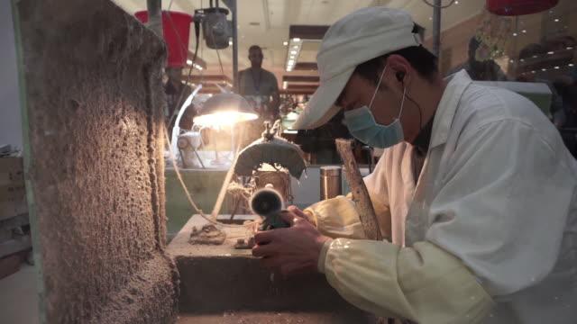 worker washing jade stone - baseballmütze stock-videos und b-roll-filmmaterial