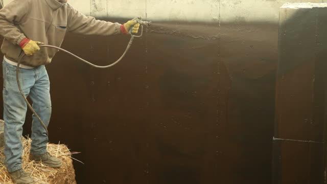 Arbeiter wasserdichte ein neues Haus Foundation