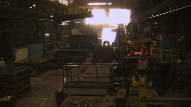 ws worker working at production hall at foundry / juenkerath, rhineland-palatinate, germany  - foundry worker stock videos and b-roll footage