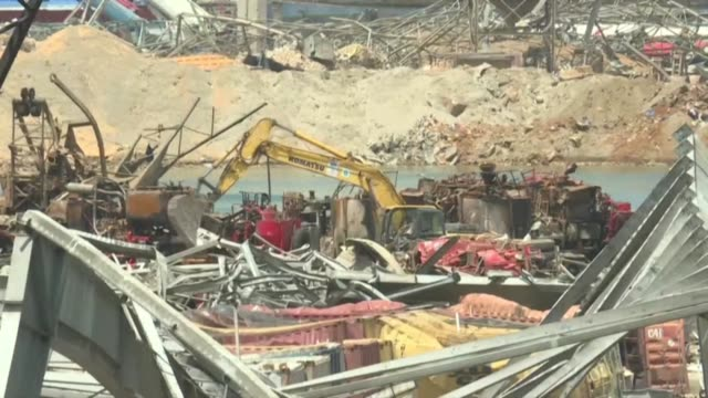workers and bulldozers clear rubble in beirut's port six days after a massive explosion triggered by a stock of ammonium nitrate in the lebanese... - {{ collectponotification.cta }} stock videos & royalty-free footage