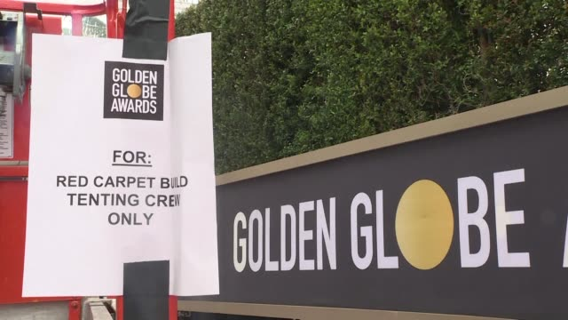stockvideo's en b-roll-footage met workers are busy putting the final touches on the red carpet for the 76th annual golden globe awards - golden globe awards