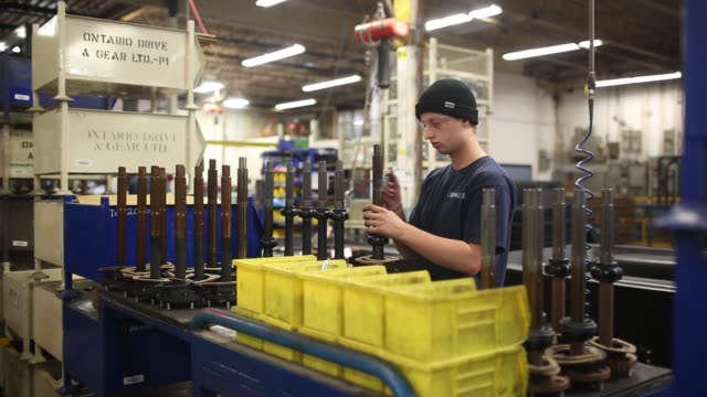 vídeos de stock, filmes e b-roll de workers assemble argo avenger 8x8's at the argo factory, a division of ontario drive & gear ltd., in new hamburg, ontario, canada, on thursday, june... - veículo anfíbio