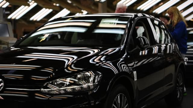 vídeos de stock e filmes b-roll de workers assemble volkswagen golf cars at the volkswagen factory on march 8, 2018 in wolfsburg, germany. u.s. president donald trump has threatened to... - golf