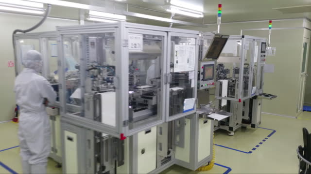 workers at a contact lens manufacturing factory - 医療機器点の映像素材/bロール