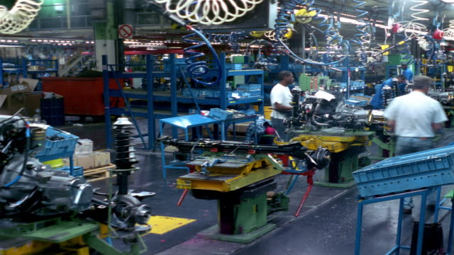 t/l, ms, workers at car engine assembly line, dagenham, england - perpetual motion stock videos & royalty-free footage