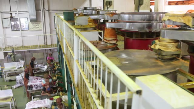 workers bag packs of chilli and turmeric powder in the packaging unit at a suhana spice factory in pune maharashtra india on monday nov 28 a worker... - coriander stock videos & royalty-free footage