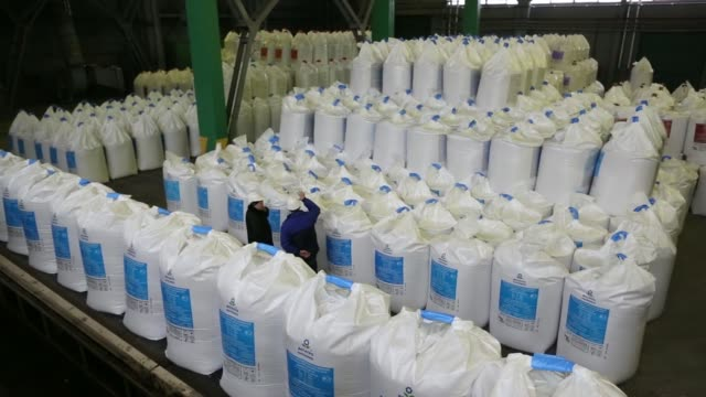 workers check bags of fertilizer as they sit in a warehouse awaiting shipment from the oao phosagro plant in cherepovets russia on friday feb 21... - hochziehen stock-videos und b-roll-filmmaterial