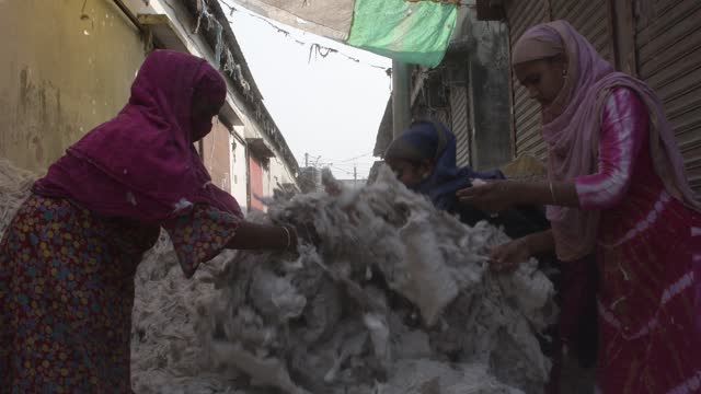 vídeos de stock, filmes e b-roll de workers checking and sorting raw wool at a godown in dhaka, bangladesh on march 15, 2021. - filamento