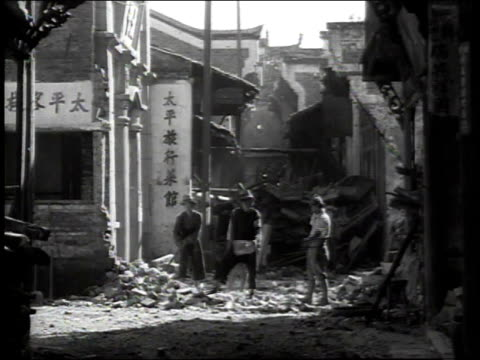 1938 ws workers cleaning up rubble / japan - 1930~1939年点の映像素材/bロール