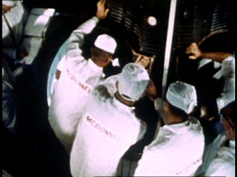nasa workers closing hatches and sealing gemini iv crew inside spacecraft before launch crew members strapping into their seats / florida united... - heckklappe teil eines fahrzeugs stock-videos und b-roll-filmmaterial