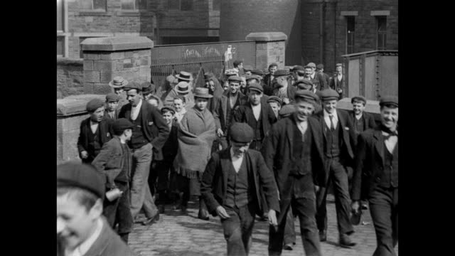 stockvideo's en b-roll-footage met 1900 - workers come through the gates at bradley shed - edwardiaanse stijl