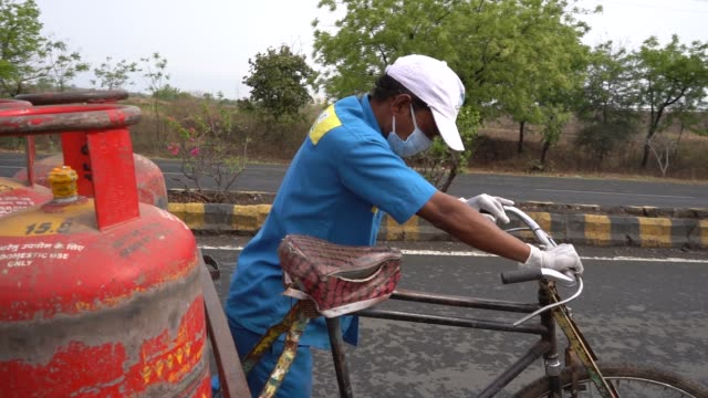 workers delivering home cooking lpg gas cylinders to customers - energy efficient stock videos & royalty-free footage