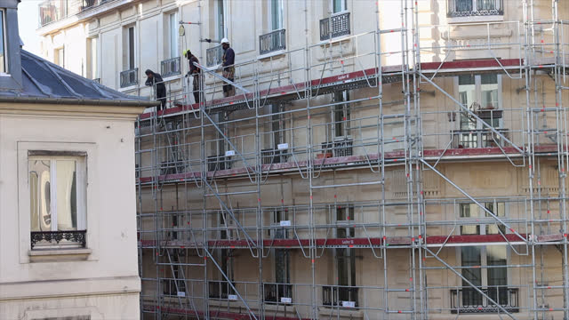 workers dismantle scaffolding on a parisian building - scaffolding stock videos & royalty-free footage