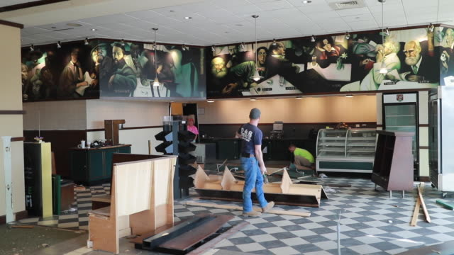 vídeos de stock e filmes b-roll de workers do demolition work inside the recently closed barnes and noble bookstore, sunday, feb. 2019 in bloomington, ind. the location will become an... - cadeia de lojas