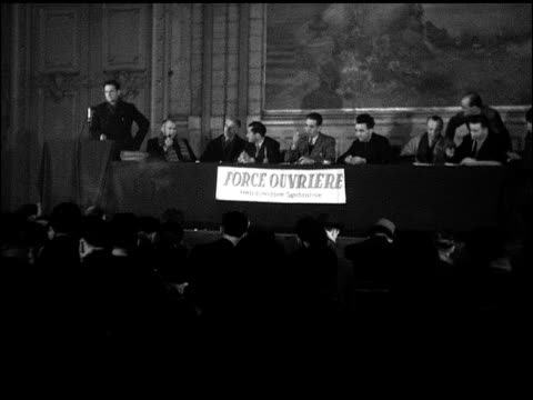vídeos de stock e filmes b-roll de worker's force meeting w/ leaders at head table ms robert bothereau ms leon jouhaux ws seated mostly male audience w/ some seats empty center - 1947