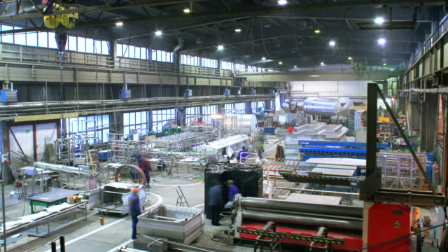 stockvideo's en b-roll-footage met workers in factory, time lapse - assemblagelijn