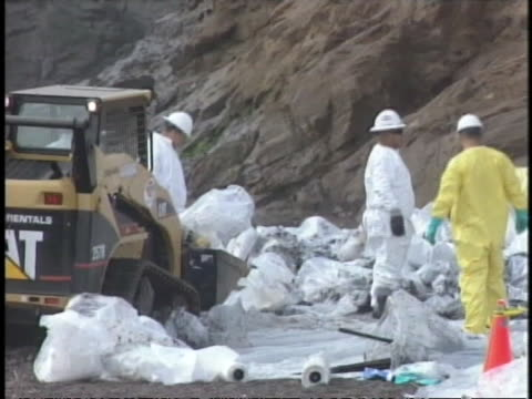 workers in hazmat suits work to clean up an oils spill in san francisco bay - san francisco bay stock videos & royalty-free footage