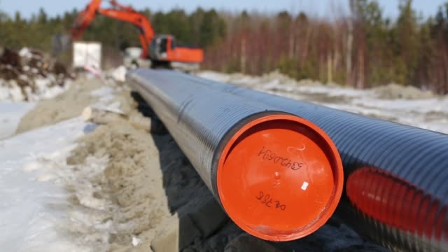 Workers lay an underground oil pipeline operated by Rosneft PJSC in the Samotlor oilfield near Nizhnevartovsk Russia on Monday March 20 Workers stick...