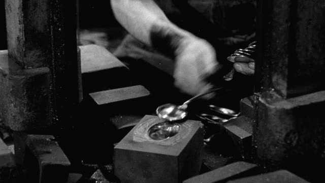 1948 montage workers making metal cutlery / sheffield, england, united kingdom - シェフィールド点の映像素材/bロール