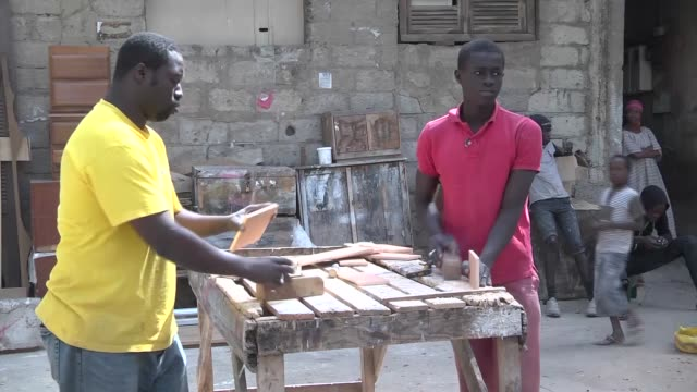 vídeos de stock e filmes b-roll de workers manufacture and sell furnitures on the streets in dakar senegal on 8 january 2015 - equipamento doméstico