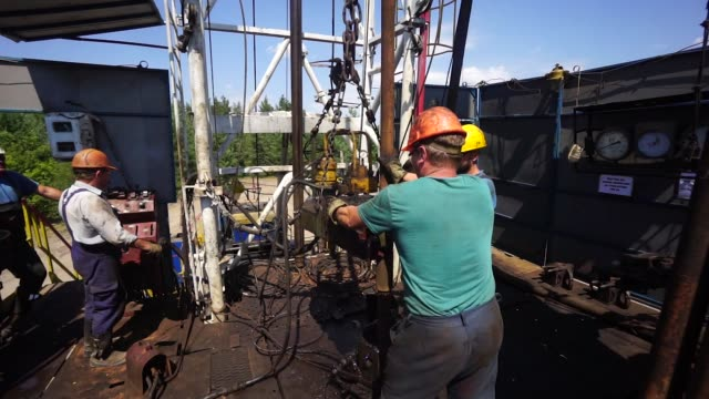 Workers operate the swivel device above a drill pipe during gas drilling operations by DK Ukrgazvydobuvannya a unit of NAK Naftogaz Ukrainy in...