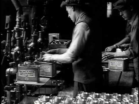 vídeos de stock, filmes e b-roll de 1923 ms workers operating weighing machinery / united states - 1923