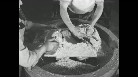 vídeos y material grabado en eventos de stock de workers packing powder in circular molds / worker in foreground packing powder, worker in background pouring powder into mold from overhead dispenser... - aluminio