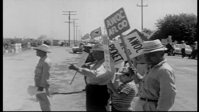 workers protesting against di giorgio farms. - lavoratore emigrante video stock e b–roll