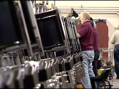 workers repairing slot machines in warehouse. - warehouse点の映像素材/bロール