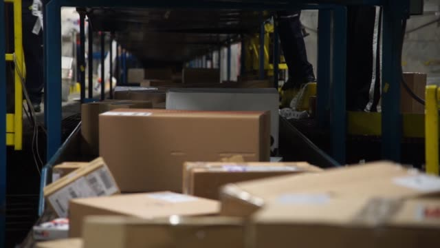 Workers sort packages along conveyor belts at a FedEx Shipping Center in Chicago Illinois US on Monday Nov 27 2017 Photographer Christopher Dilts...