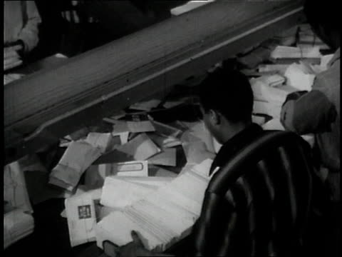 vídeos de stock e filmes b-roll de 1957 ms workers sorting letters / united states - carteiro