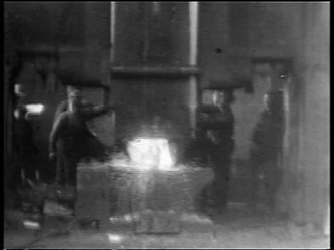 B/W 1904 workers using machine to pound large molten ingot in Westinghouse factory / PA / newsreel
