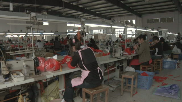 ws workers using sewing machines in factory / yangzhou, jiangsu, china - 織物工場点の映像素材/bロール