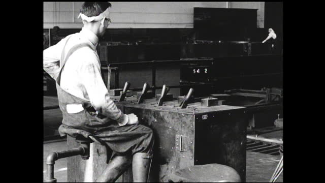 workers with pliers gripping copper cables; cables running through liquid; spool of cable put into machine and wrapped; worker sitting in front of... - 1940 1949 bildbanksvideor och videomaterial från bakom kulisserna