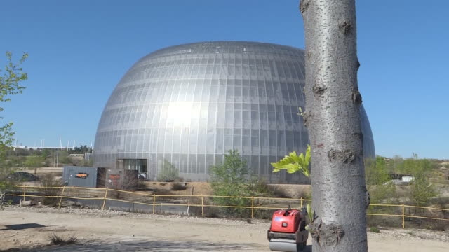 workers work to turn into a temporary morgue the city of justice bulilding that will the second one in madrid after the palacio de hielo shopping... - hielo stock-videos und b-roll-filmmaterial