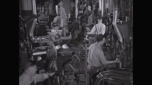 WS HA Workers working in Chevrolet car plant / United States