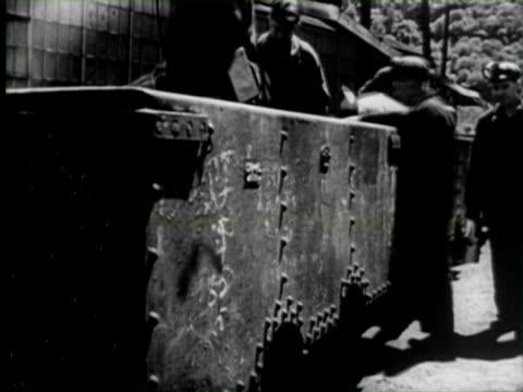 b/w montage workers working in coal mine, united states / audio - kohlenbergmann stock-videos und b-roll-filmmaterial