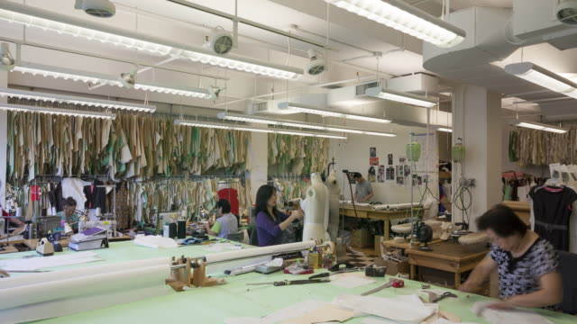 vidéos et rushes de ws t/l td workers working in fashion designer's workshop / new york city, new york, usa  - usine textile