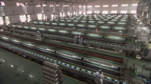 vidéos et rushes de ws pan workers working in silk factory / chongqing, sichuan province, china  - usine textile