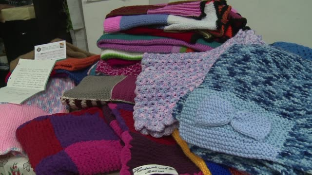 working at home or huddled together in cafes women of all ages across spain have furiously knitted hundreds of blankets to send to war torn syria... - filt bildbanksvideor och videomaterial från bakom kulisserna